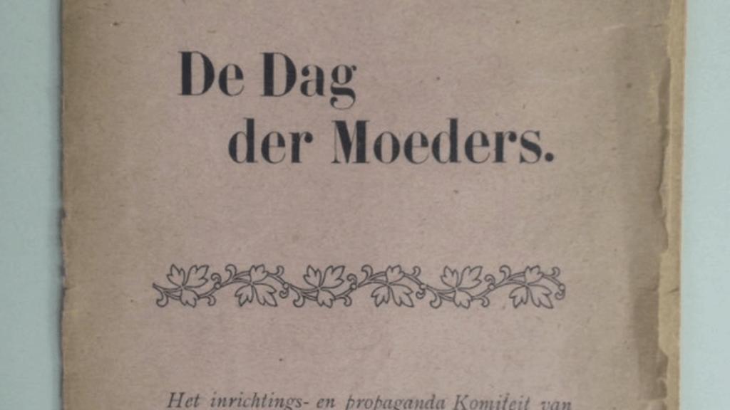 """De omslag van het pamflet van het inrichtings- en propaganda Komiteit van den """"Dag der Moeders"""" uit 1913."""
